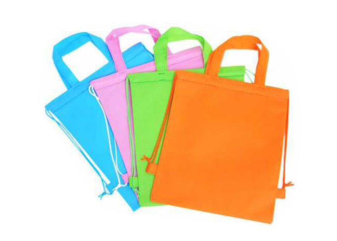 Red / Green Zippered Non Woven Bags Foldable In Bulk CMYK Glossy Lamination